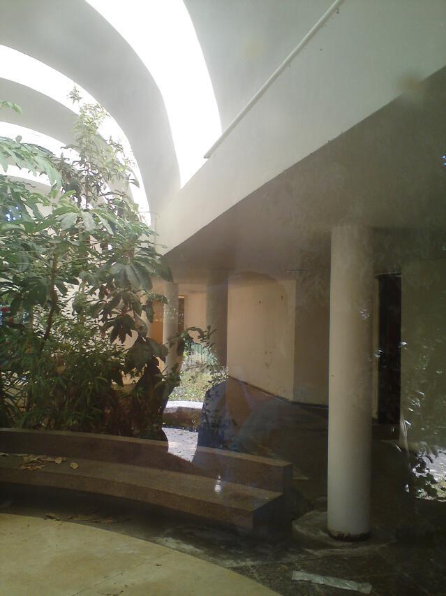 19-hyatt-inside